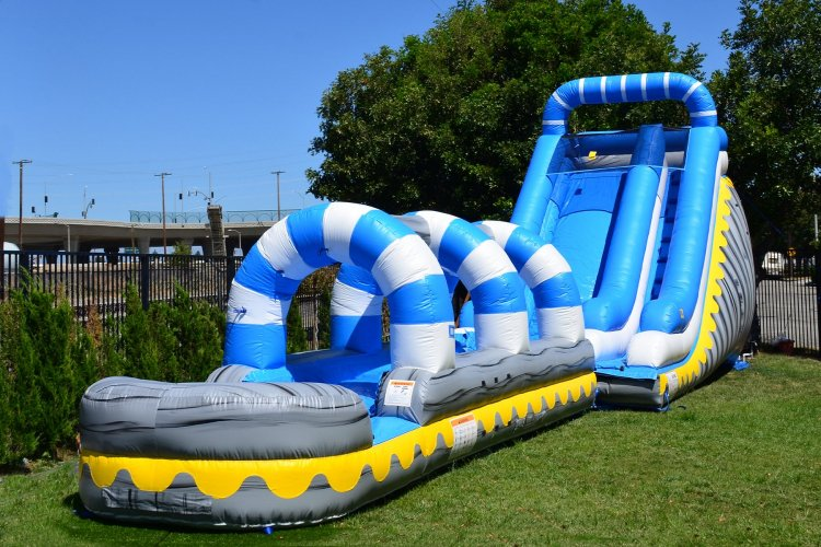 22' Skyline waterslide w/ slip-n-slide